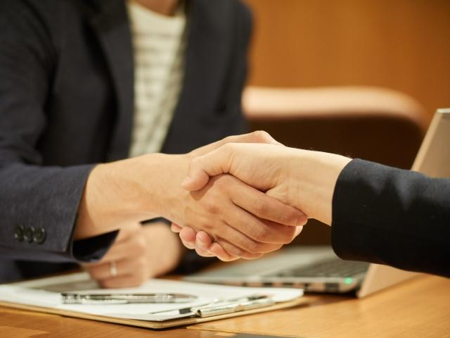 male-note-handshake.jpg